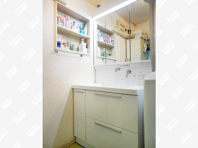 デザイン性と使いやすさを兼ね備えた洗面化粧台