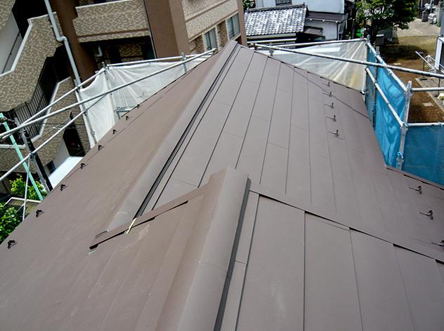 スレート材の屋根を軽量化。特殊塗料で変わらぬ美しさを…