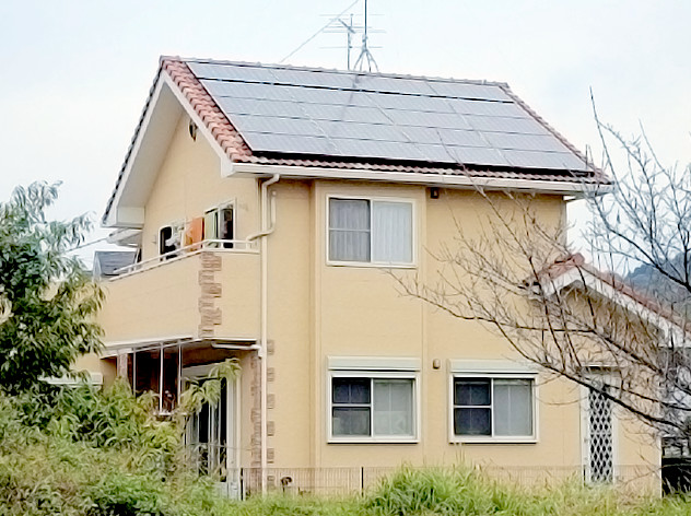 瓦屋根に太陽光発電パネルを設置(S瓦 差し込み金具)