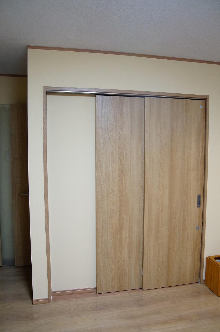 トイレ入り口ドア(ダイニング側)